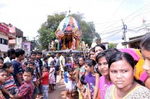 Children pulling the Chariot of Banthia Jagannath